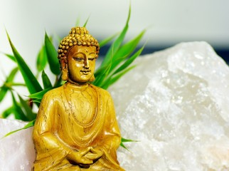 Buddha mit Bergkristall