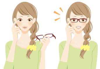 メガネをはずす メガネをかけた笑顔の女性