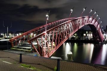 Ponte pedonale di Amsterdam di notte
