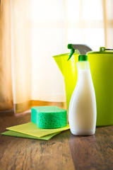 Spray detergent for wooden surfaces