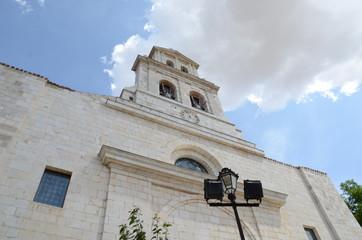 Eglise à Burgos de type clocher-mur
