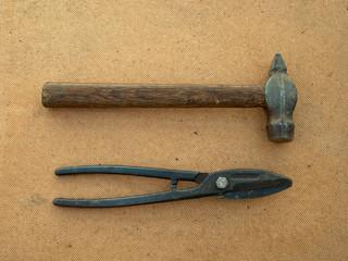 Молоток и ножницы по металлу
