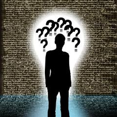 Silhouette eines Mannes mit Fragezeichen