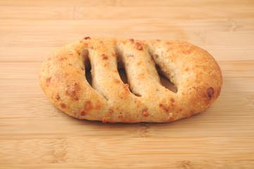 まな板にのせた フランスパン クローズアップ
