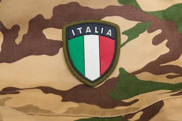 Stemma dell'Italia su divisa mimetica