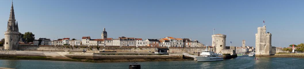 Canal vers le vieux port et les Tours de La Rochelle