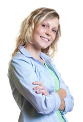 Junge Frau aus Skandinavien mit verschränkten Armen