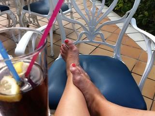 Bei einem kühlen Getränk ausruhen