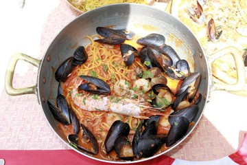 spaghetti with mussels, clams and prawns