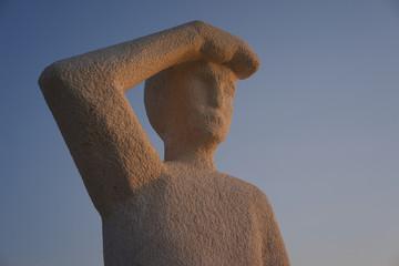 Statue mit Weitblick