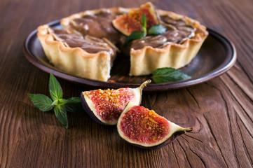 chocolate- banana tart with figs