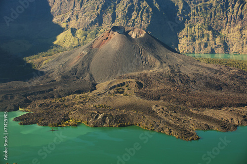 Foto op Plexiglas Indonesië Jari Baru volcano and lake inside Rinjani mountain, Lombok, Ind