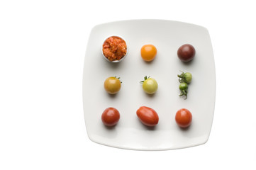Verschiedene Tomaten und Tomatenaufstrich