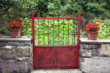 Puerta de entrada al jardín