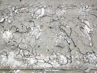 Cement fracture surface destruction