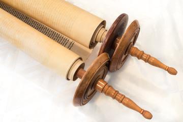 The Hebrew handwritten Torah, Closed version