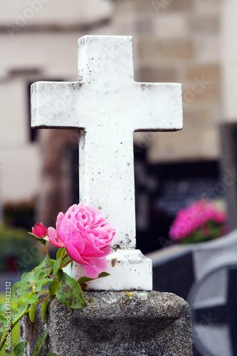 Grabkreuz mit Rose - 71432312