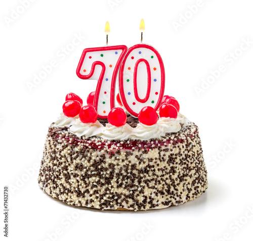 Geburtstagstorte mit brennender Kerze Nummer 70 - 71432730
