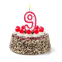 Geburtstagstorte mit brennender Kerze Nummer 9