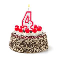 Geburtstagstorte mit brennender Kerze Nummer 4