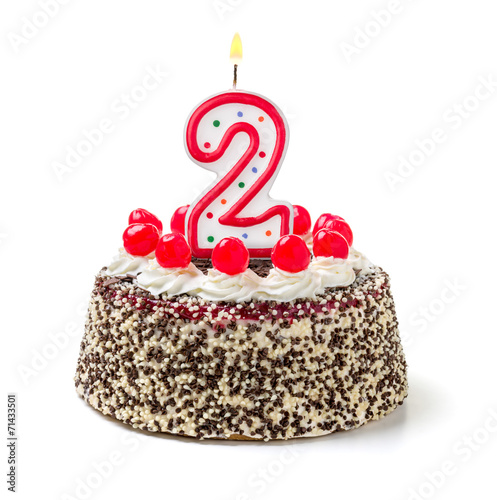Geburtstagstorte mit brennender Kerze Nummer 2