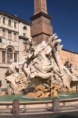 Piękna fontanna Cztery Rzeki na Piazza Navona w Rzymie, Włochy