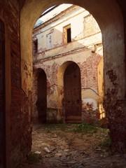 арка в монастыре
