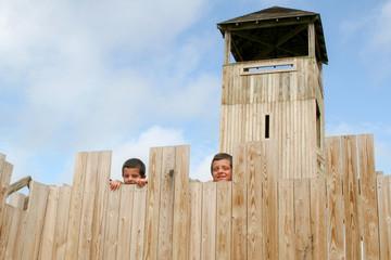 Enfant en haut de la tour