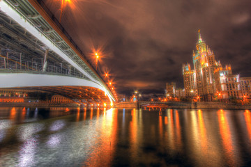 scenic view of the bridge over the Moscow river at night