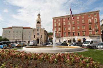 Place et fontaine