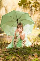 Девочка в костюме феи в парке