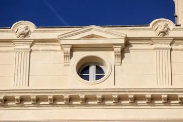 Oeil de boeuf sur un immeuble style renaissance