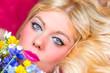 canvas print picture - Blonde Frau mit blauen Augen und Blumen