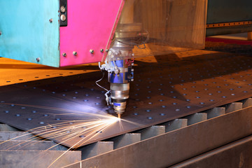 Laser cutting heads for vertical cutting sheets metal.