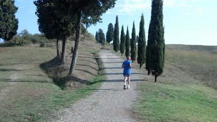 Correre lungo la strada della vita