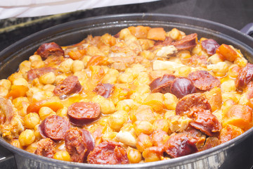 chickpeas with tomato and meat