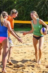 abklatschen beim Beachvolleyball