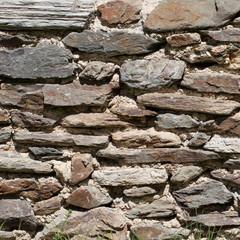 Schieferwand - Hintergrundtextur aus grauen Steinen