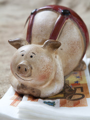 cochon-tirelire matelas de billets