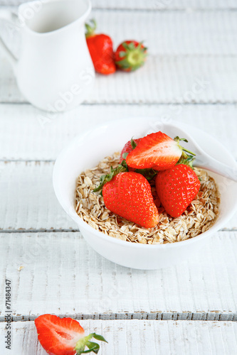 canvas print picture Cereals with fresh berry