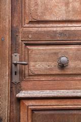 Serrure et porte anciennes