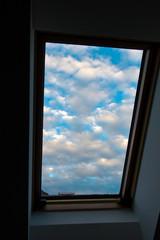 Himmel, Wolken, Dachfenster