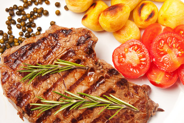 Steak with potatoes and tomatoes
