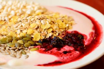 Dietary breakfast of oatmeal and yogurt