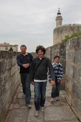 Père et ses deux fils , visite des fortifications