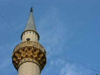 Minarett vor blauem Himmel in Dogancay bei Adapazari