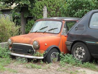 anciennes voitures abandonnées