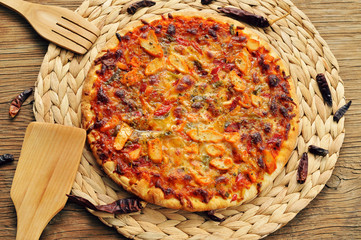 pizza with chicken, red pepper and green pepper