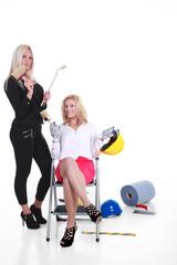 Zwei Geschäftsfrauen mit Frauenpower