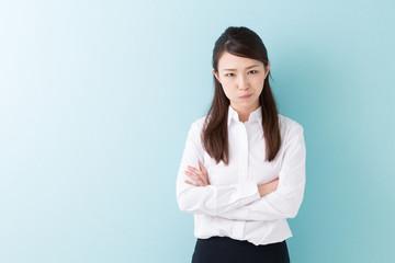 怒る女性 ビジネス